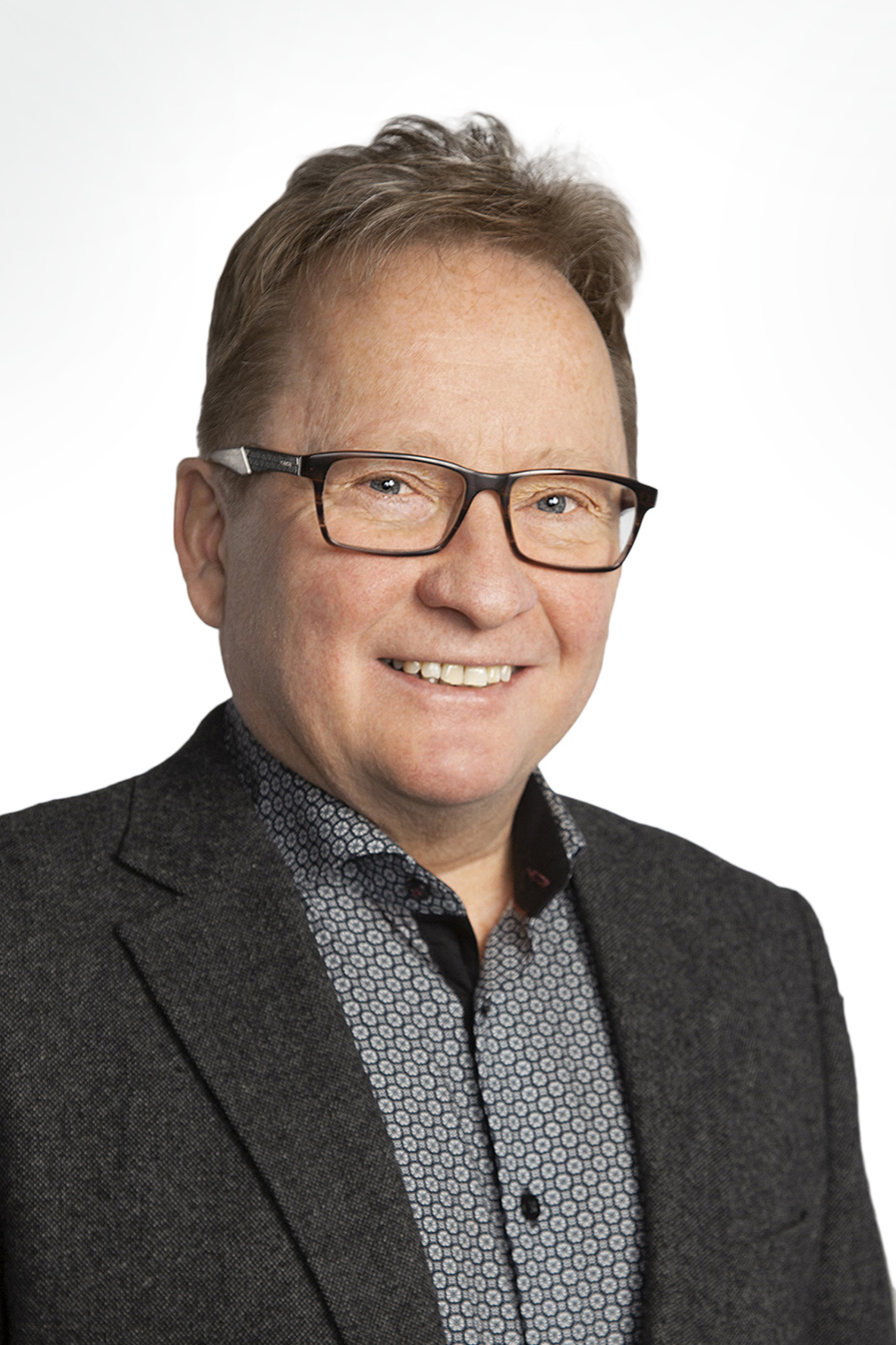 Jorma Vuorenmaa : Lakiasiain assistentti, Oikeusopin tutkinto, MTT