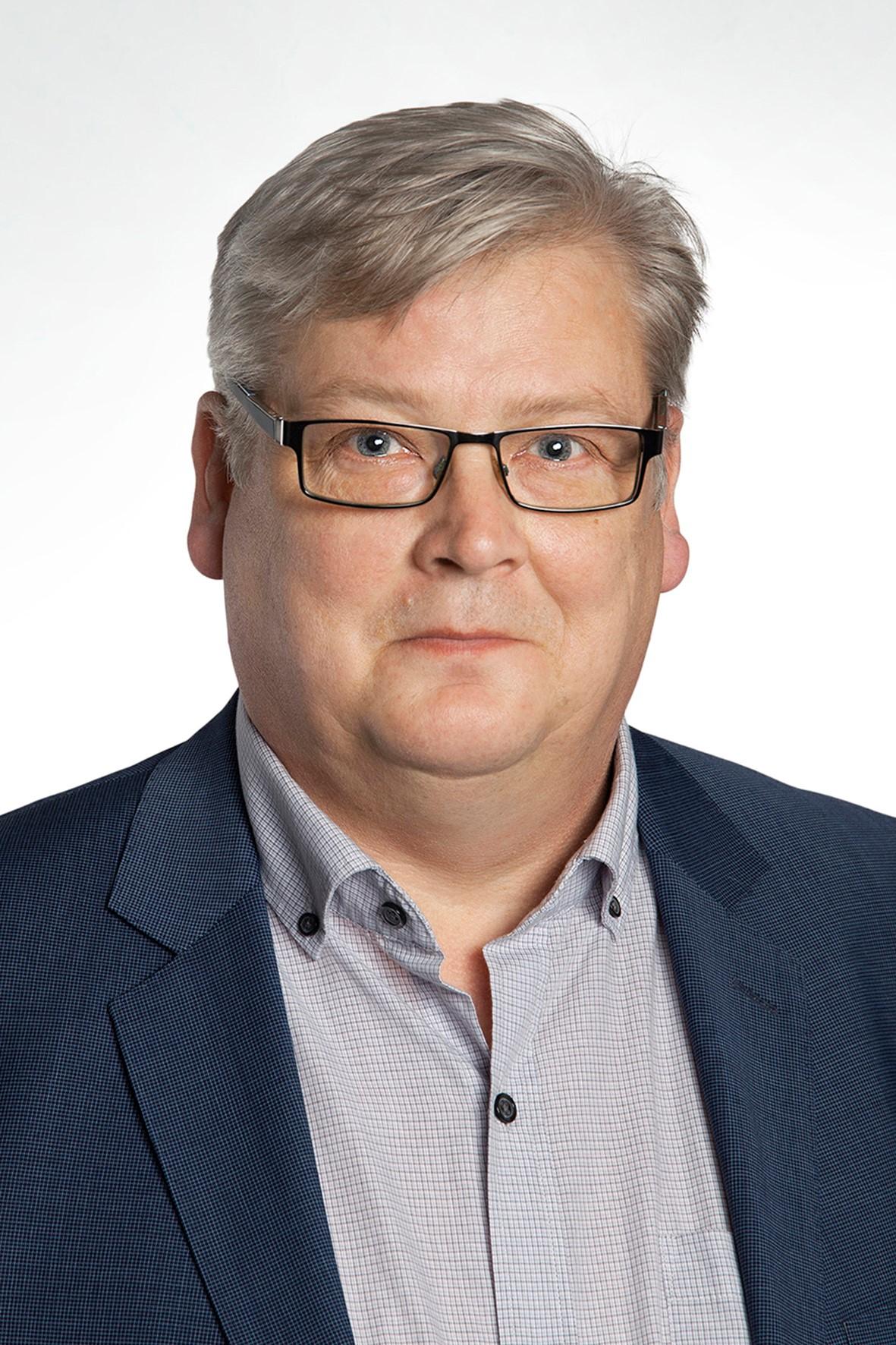 Kari Sahi : isännöitsijä IAT, TEK